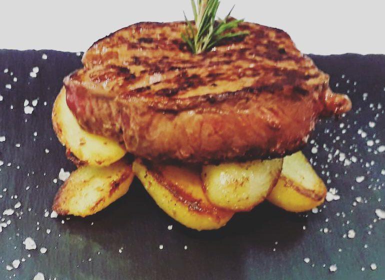 Filetto di manzo con olio al rosmarino e patate novelle-BISTROT ALL'INTERNAZIONALE – Gorizia
