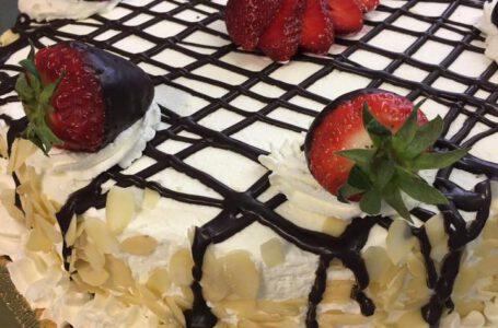 Torta con fragole-HOTEL COMMERCIO – Roccaforte Mondovì