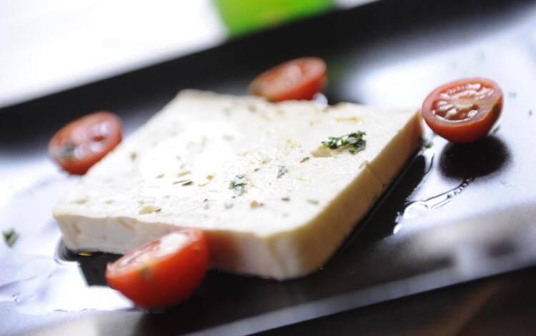 Feta con pomodorini e basilico  – Odissea – Bergamo