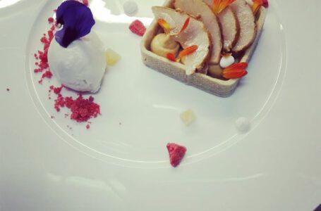 Crostatina con frolla al farro, pere al timo, cremoso dulcey e gelato allo zenzero – Sapori di Terra e Mare – Bergamo