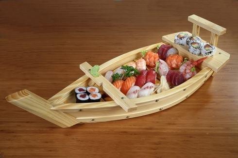 Barca con sushi e sashimi – Suzoran – Bergamo