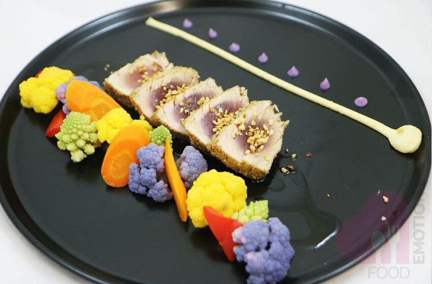Tagliata di tonno alle nocciole, verdure e mayonese al Wasabi – Vox