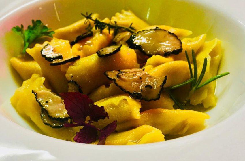 Plin al ripieno di gallina di Saluzzo e lamelle di tartufo tardivo-BAITA DEI PITTORI BAR-Vercelli
