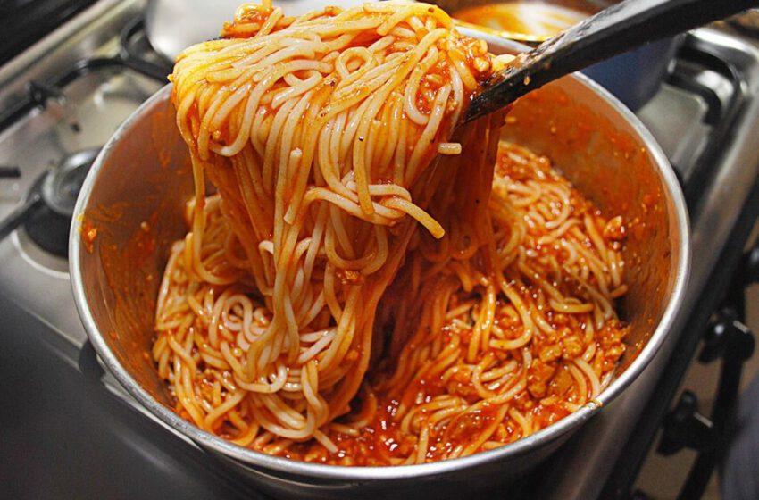 Spaghetti al sugo-BELLI E PETTINATI