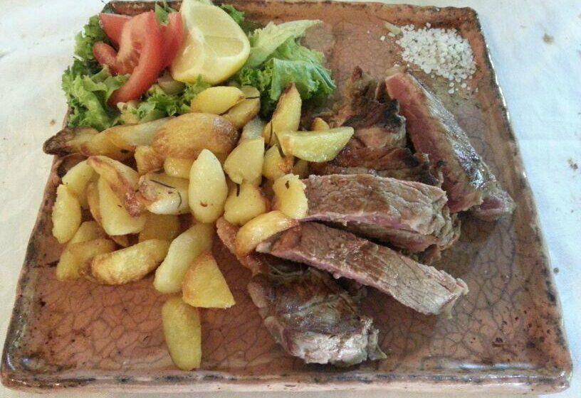tagliata di vitello con patate saltate-CACCIATORI – Torino