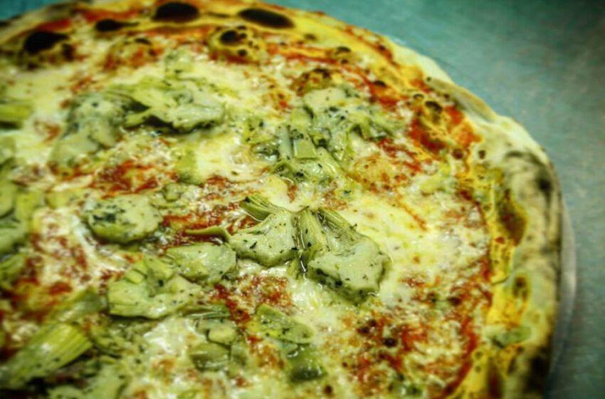 Pizza con carciofi-IL PACERO