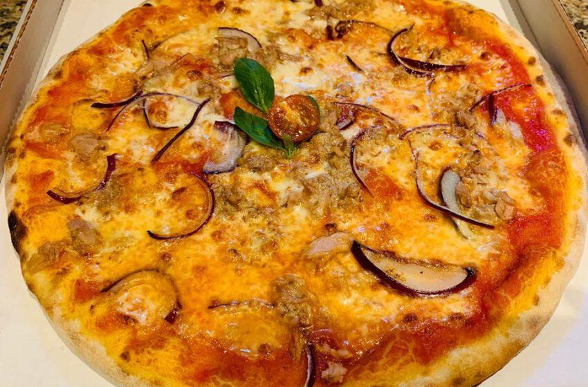 Pizza tonno e cipolla-PETRONILLA