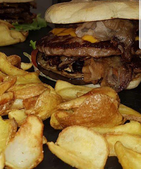 Hamburger con patatine-STEAKHOUSE